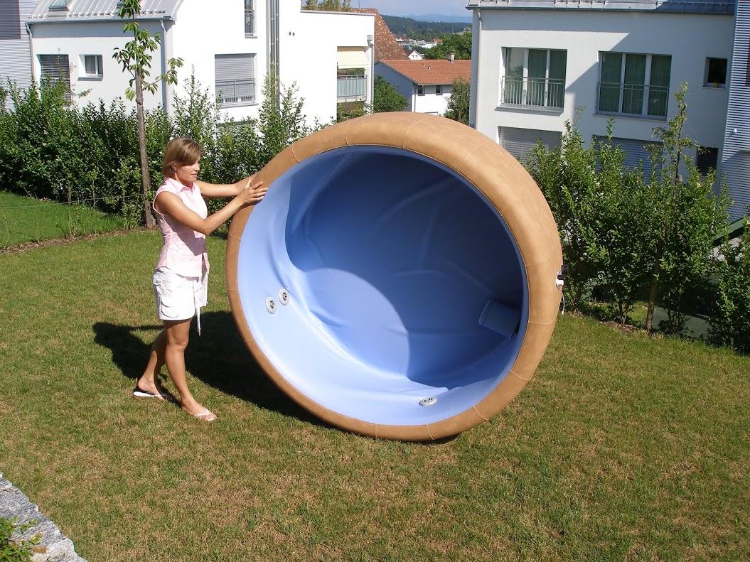 Softub Whirlpool zum Aufstellplatz rollen