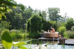Entspannt den Whirlpool genießen