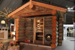 Kelo Saunahaus mit massiven Holzstämmen