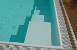 Capena Pool, Einstiegtreppe seitlich